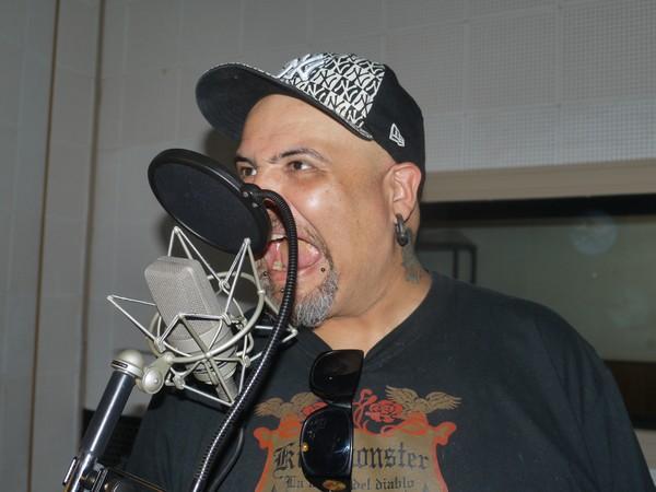 João Gordo canta