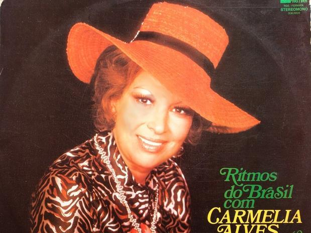 cantora Carmélia Alves