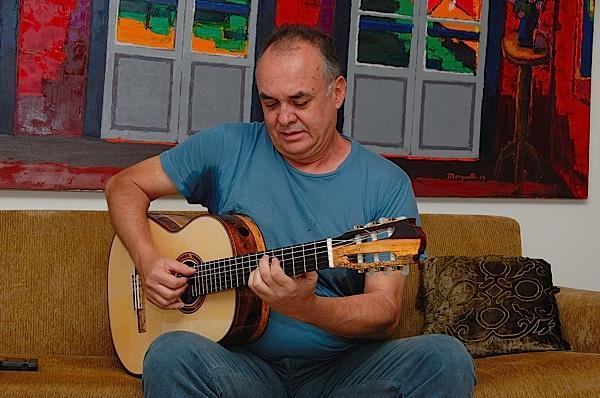 Violonista apresenta Vinicius de Moraes