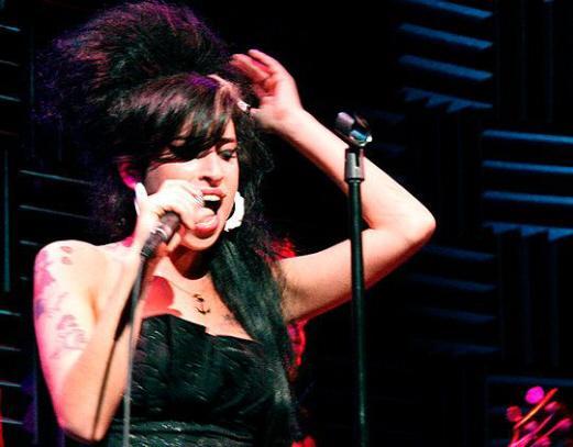 Amy-Winehouse-Cantoras-internacionais.jpg