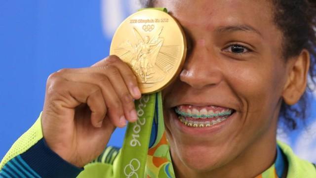 Rafaela Silva comemora ouro no judô feminino