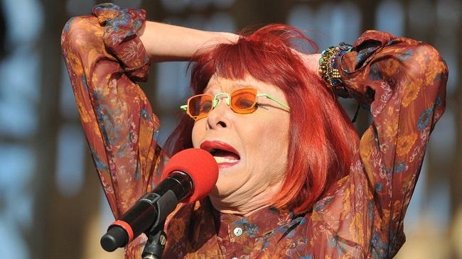 A cantora Rita Lee em mais uma apresentação irreverente