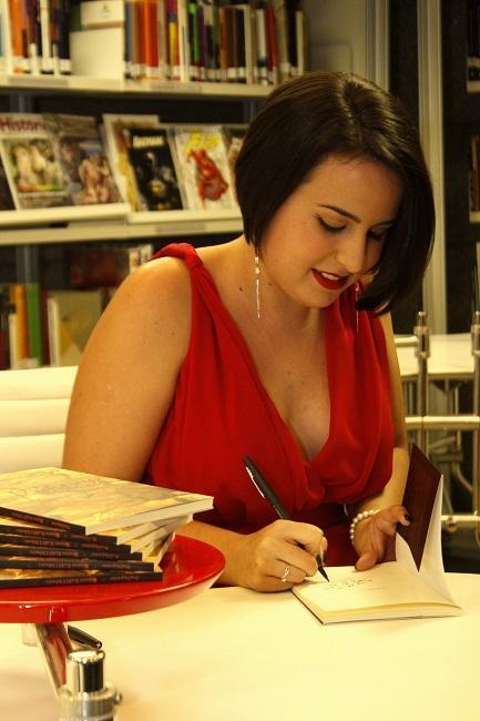 """Bruna Kalil Othero é autor de """"Poétiquase"""""""