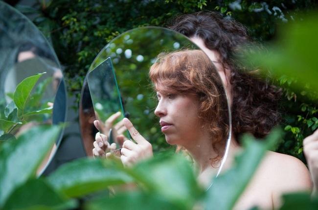 Deh Mussulini é cantora e compositora do coletivo A.N.A.