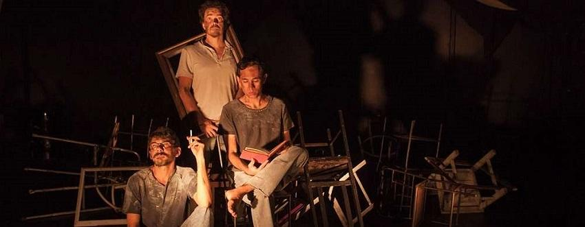 Três atores em cena discutem o caminho da humanidade em Estranha Civilização