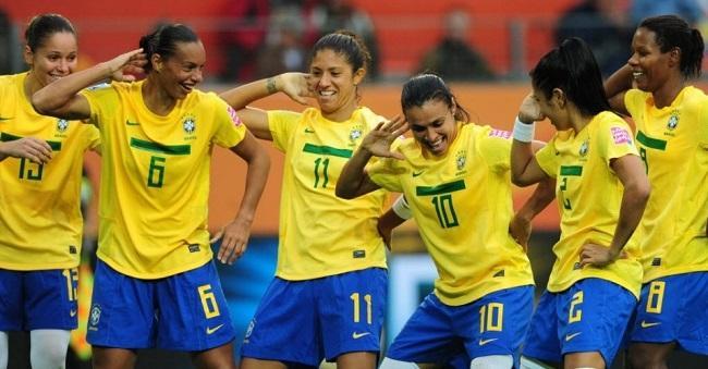 Seleção Brasileira de Futebol Feminino celebra em ritmo de descontração