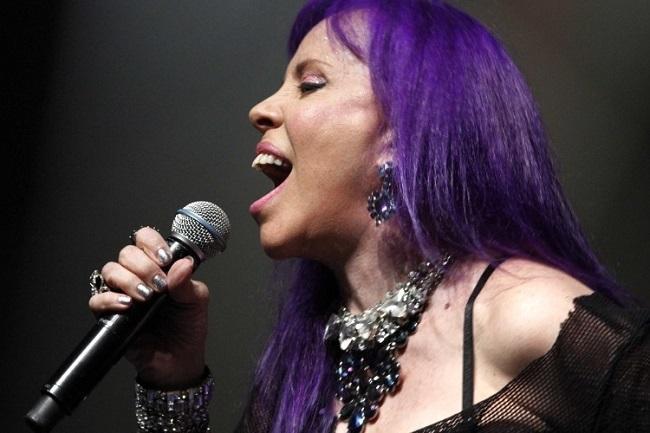 A cantora Baby Consuelo do Brasil em mais um espetáculo