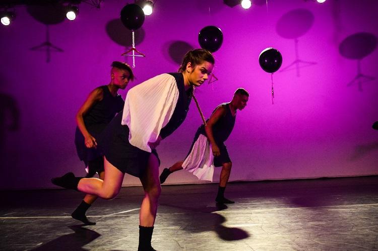 """""""Não existe vida no talvez"""" conta com quatro bailarinos em cena"""